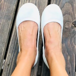 Lucky Brand Emmie White Leather Flat Size 9M / 39
